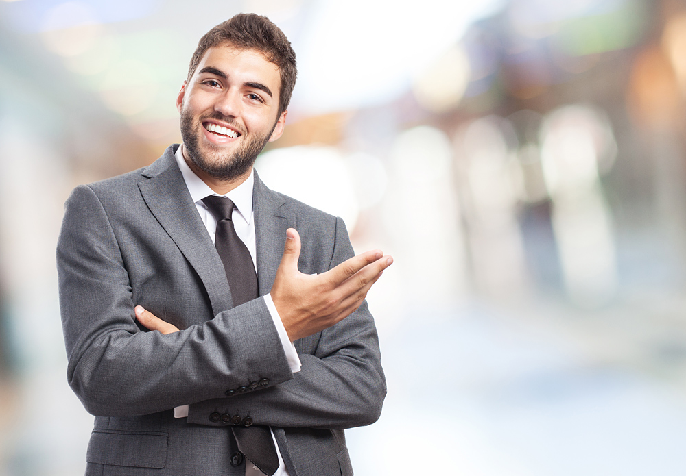 Jak pozować do zdjęć biznesowych - uśmiech proszę